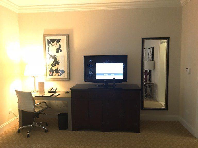 就算有電視櫃與辦公桌的擺設,還是有滿大空間的 圖文來自於:TripPlus