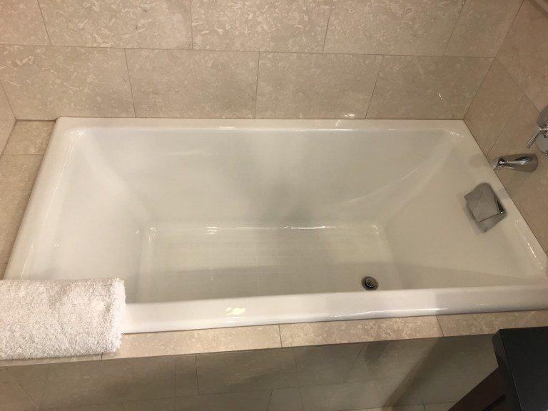 這個浴缸深度非常深,我坐進去大概就快到我脖子了 圖文來自於:TripPlus