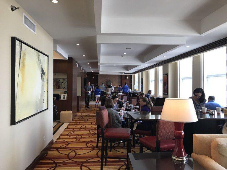 其實行政酒廊算是中等規模,不過早餐時間真的有點擁擠 圖文來自於:TripPlus