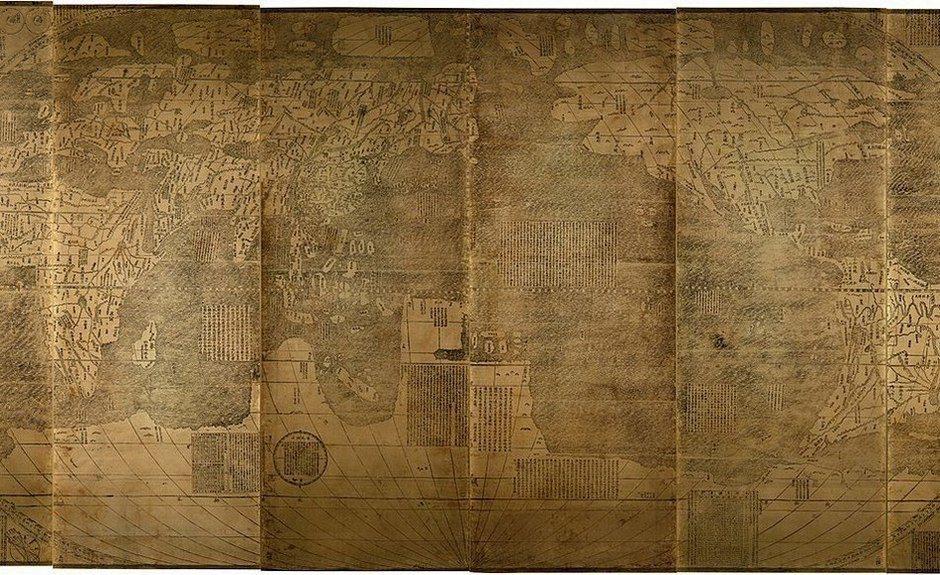 坤輿萬國全圖。義大利傳教士利瑪竇於一六○一年獻給萬曆皇帝的〈坤輿萬國全圖〉,曾有...