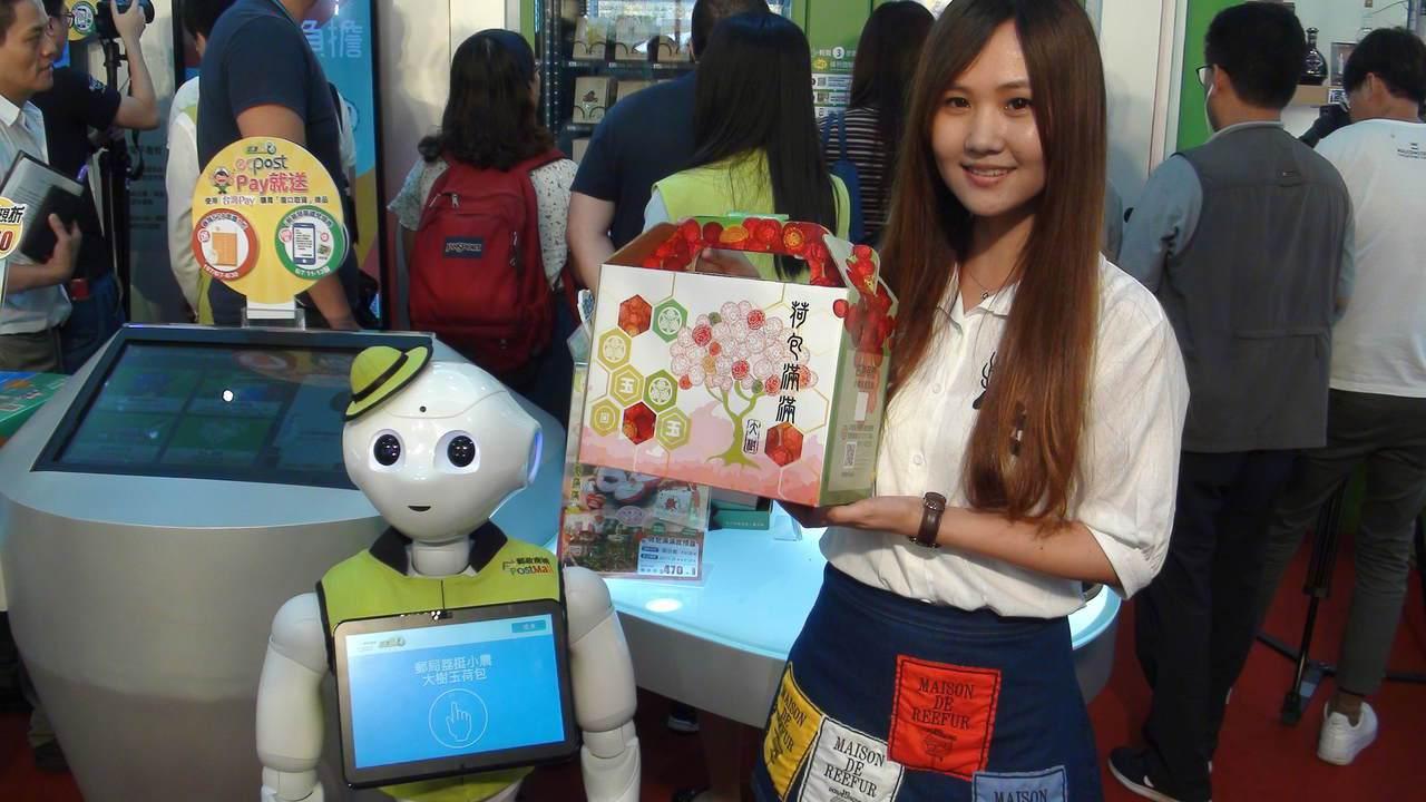 中華郵政掌握新零售發展趨勢,導入科技運用、服務體驗及智慧生活,整合實體郵局、郵政...
