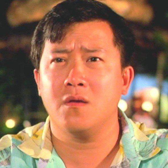 曾志偉在「夏日福星」仍以耍寶逗趣演出為主。圖/摘自HKMDB