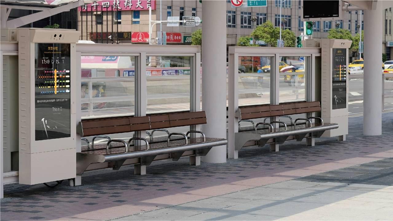 北市現有115個公車站建置4G智慧面板並有免費4G無線上網服務,年底預計要增加到...