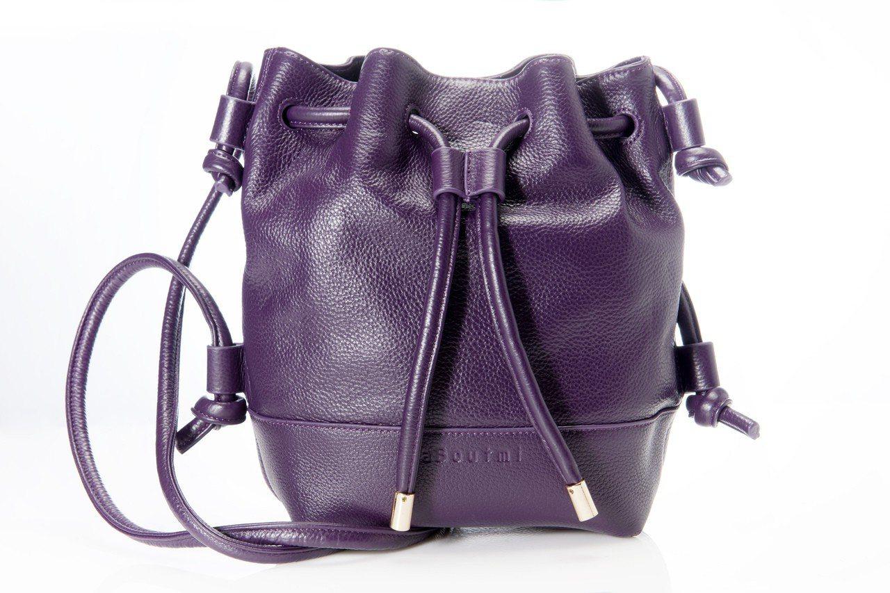 aBoutmi深紫色水桶包,售價5,680元。圖/aBoutmi提供