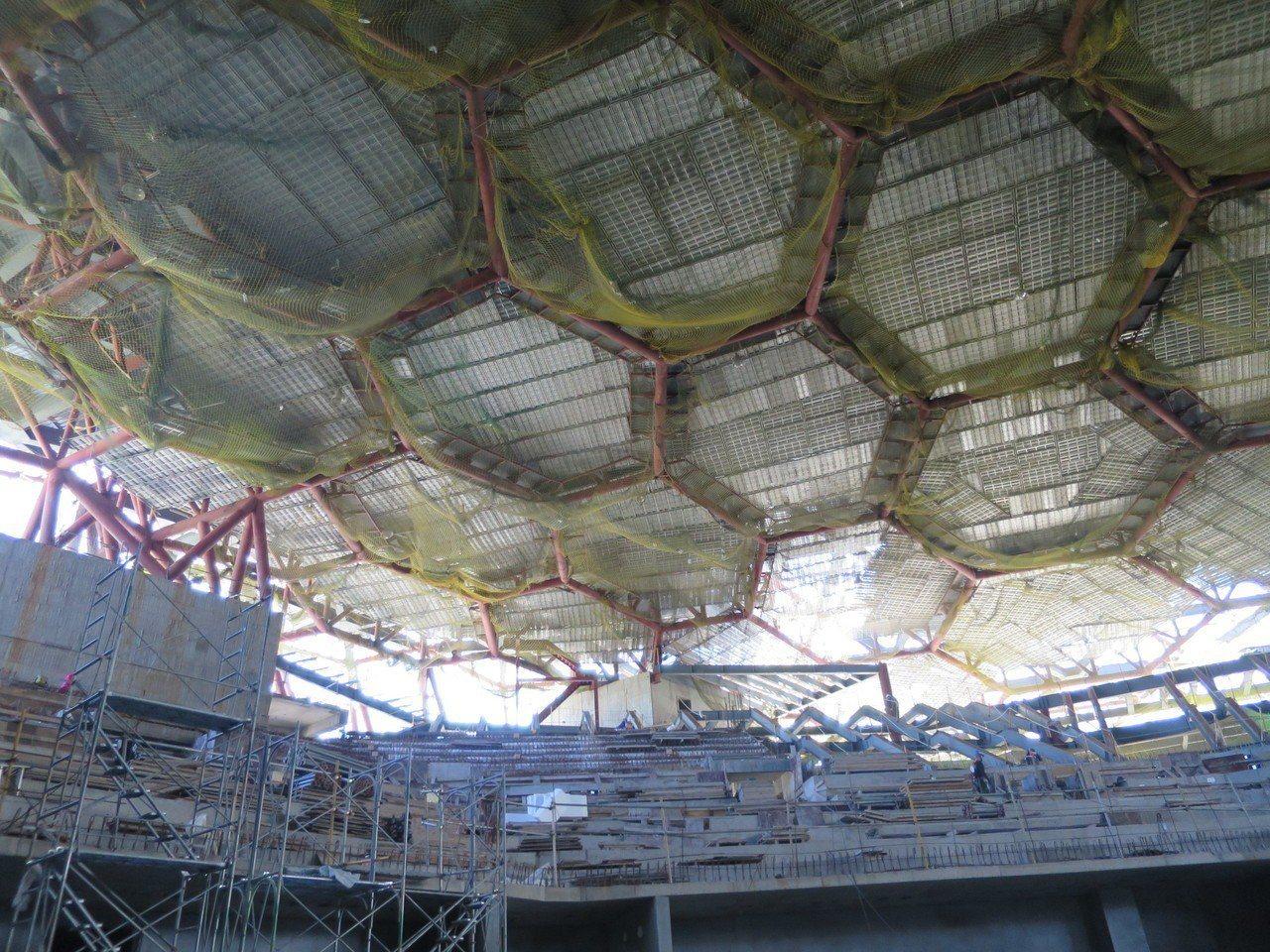 海音中心六角型造型金屬板及玻璃帷幕造型牆是未來的焦點之一。記者謝梅芬/翻攝影