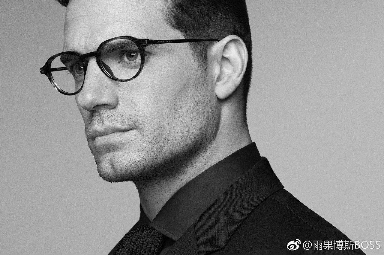 「超人」亨利卡維爾演繹Hugo Boss新款光學眼鏡系列。圖/摘自微博