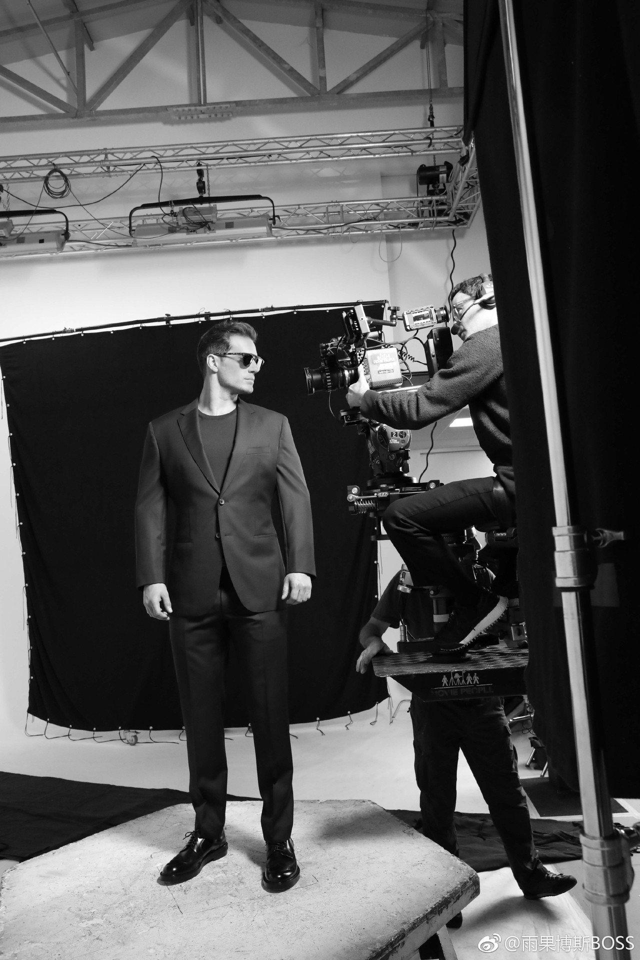 Hugo Boss這系列廣告由攝影師Paul Wetherell掌鏡拍攝,希望透...