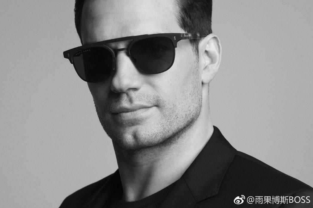 Hugo Boss透過新廣告方式,宣布「超人」亨利卡維爾成為新任眼鏡系列大使。圖...