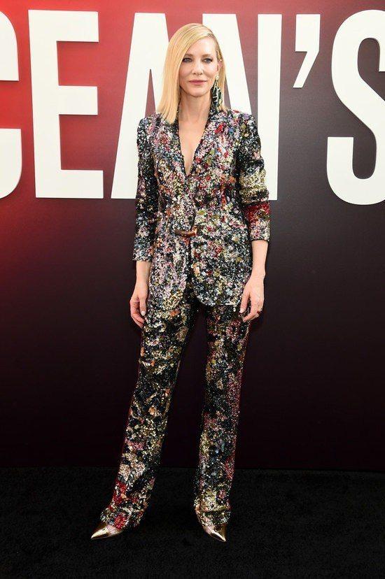 凱特布蘭琪身穿Missoni 多彩亮片西服搭襯褲裝出席電影首映。圖/美聯社