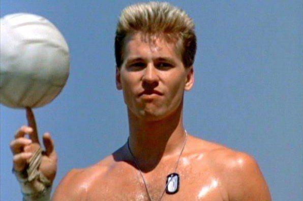 方基墨在「捍衛戰士」沙灘排球情節中展現體格,迷倒不少女性。圖/摘自imdb