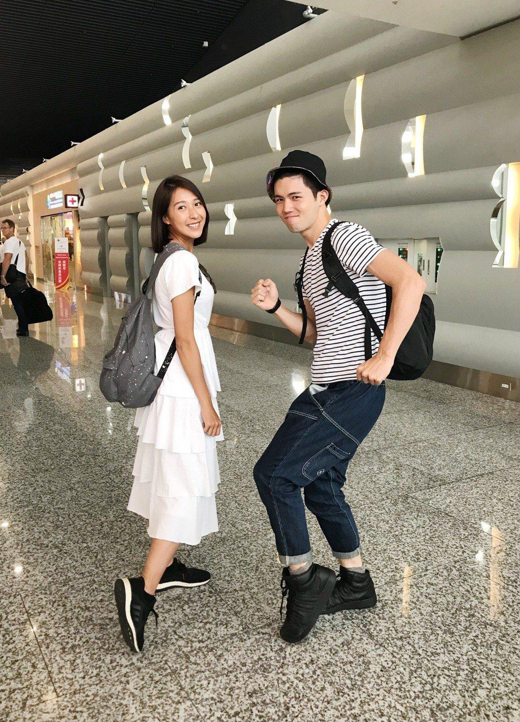 楊晴(左)與張耀仁赴越南為戲宣傳。圖/TVBS提供