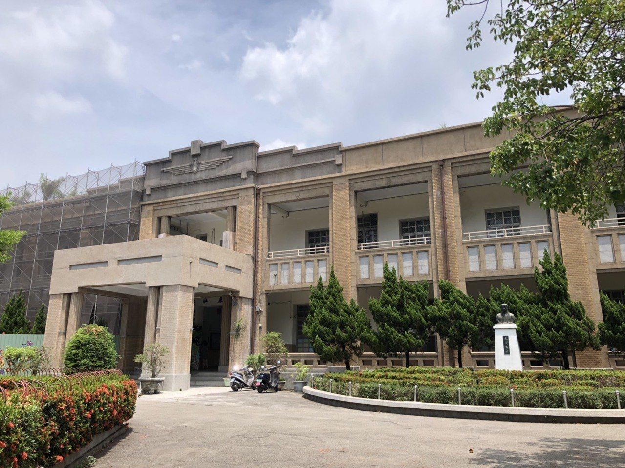 大同國小前棟大樓被臺中市文化局登錄為歷史建築,地址:台中自由路一段138號。記者...