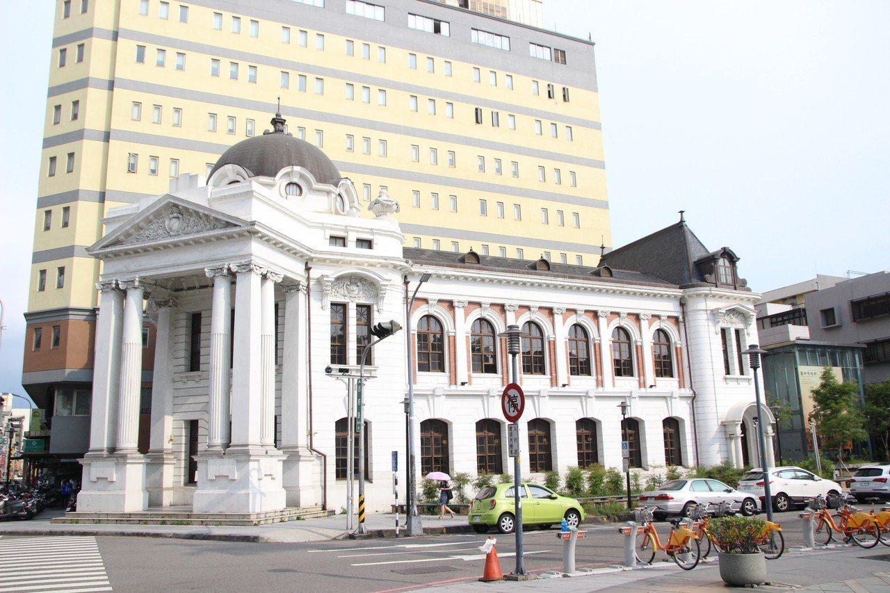 台中市役所目前有餐飲集團進駐活化。地址:台中市民權路97號。記者林敬家/攝影