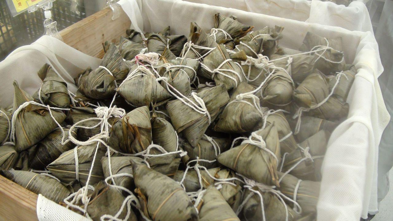端午節快到,高雄市各式粽子上市。記者謝梅芬/攝影