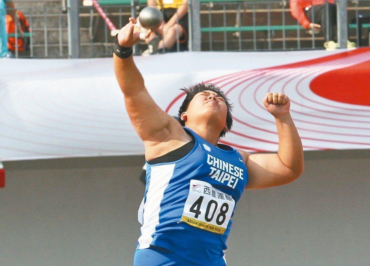 郭姵妤昨在亞青田徑賽奮力一擲獲得銅牌。 圖/中華田徑協會提供