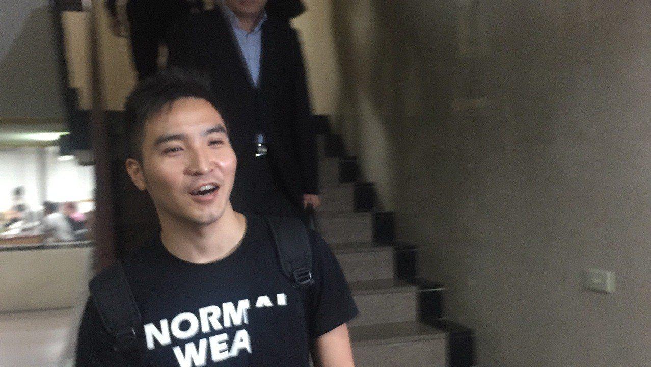 北檢認定,谷阿莫改作影片又公開上傳到網路獲利,逾越合理使用的範疇,昨依著作權法起...