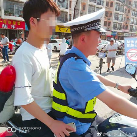 交警利用警務摩托車,護送考生到正確的考場。 圖/摘自微博「宿州錫山公安在線」