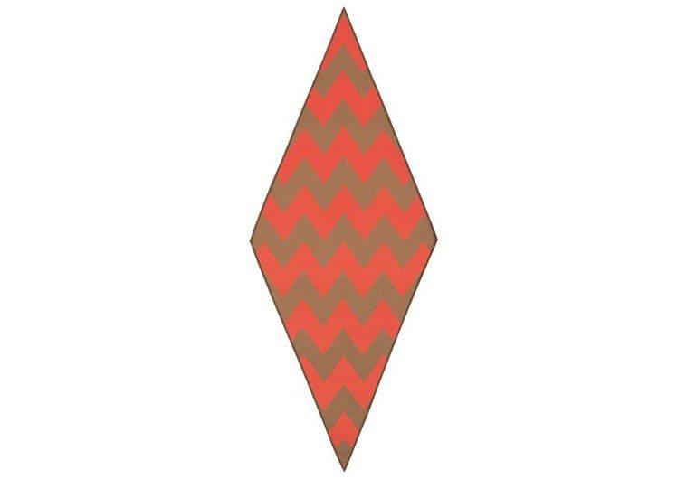 駱駝毛與喀什米爾羊絨混紡山羊皮滾邊菱形圍巾,67,200元。圖/愛馬仕提供