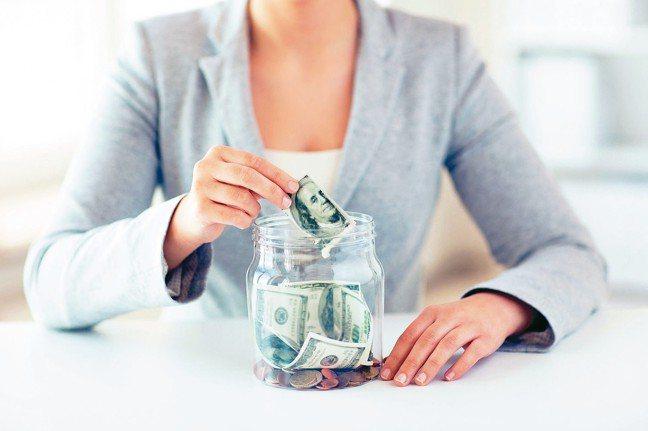 定期定額存保單,也能累積豐厚退休金。 全球人壽/提供