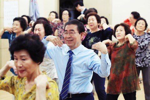 共同民主黨籍的現任市長朴元淳(中),將強勢挑戰第3次連任。 圖/歐新社