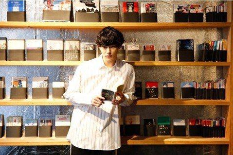 男公關陪你讀夏目漱石?——開在歌舞伎町的書店
