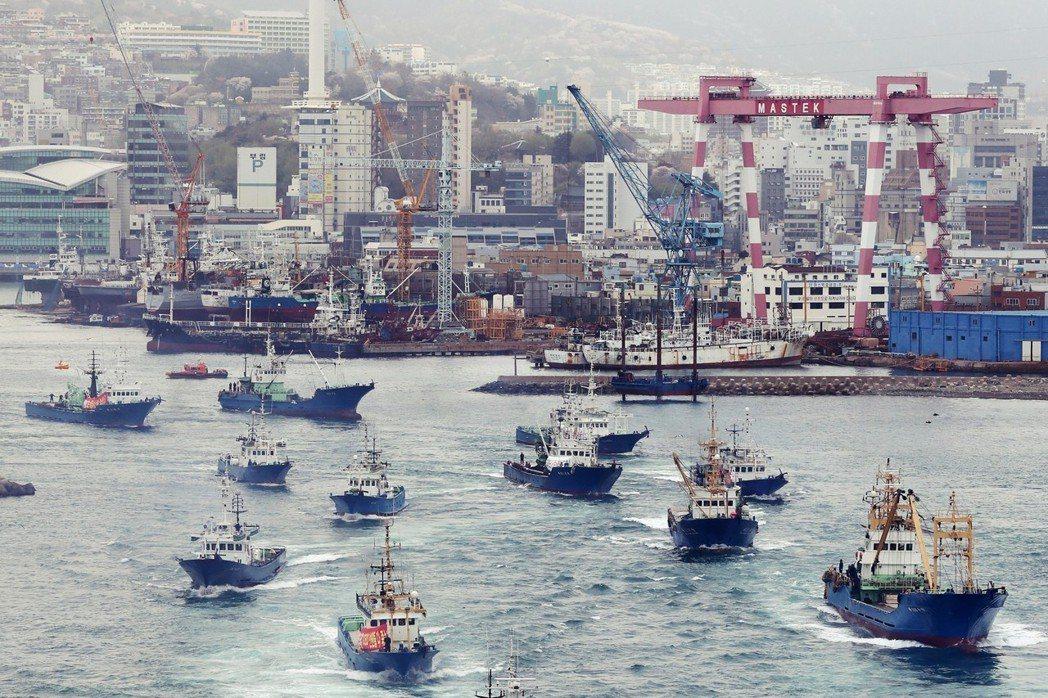 釜山傳統產業的快速凋零,讓地方企業開始出現倒閉潮,青年失業率高漲,連帶使不動產暴...