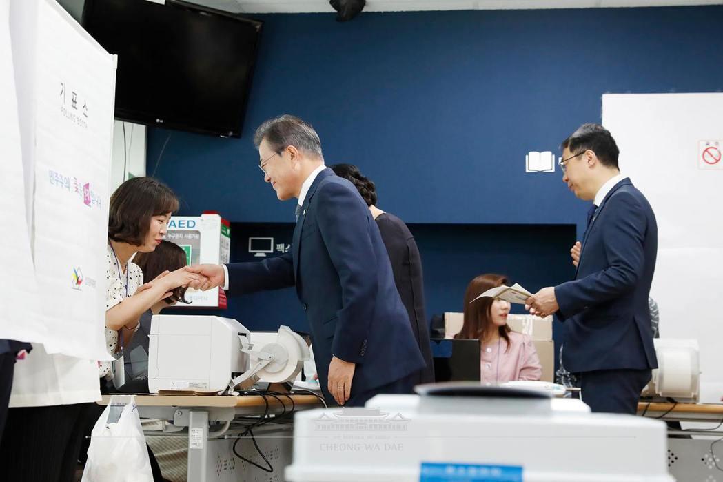 與地方選舉同時舉行的12席國會議員補選,也將牽動未來政治版圖變動。 圖/青瓦台