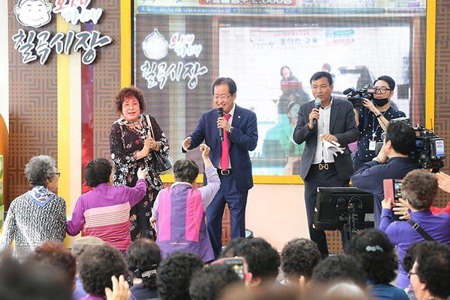 媒體界盛傳,自由韓國黨內有「繞過洪準杓」的現象,不少候選人都視口無遮攔、瘋狂發言...