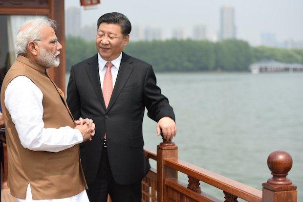 今年4月,莫迪出訪中國,圖為他與大陸國家主席習近平一同遊覽武漢東湖。(圖片取自莫...
