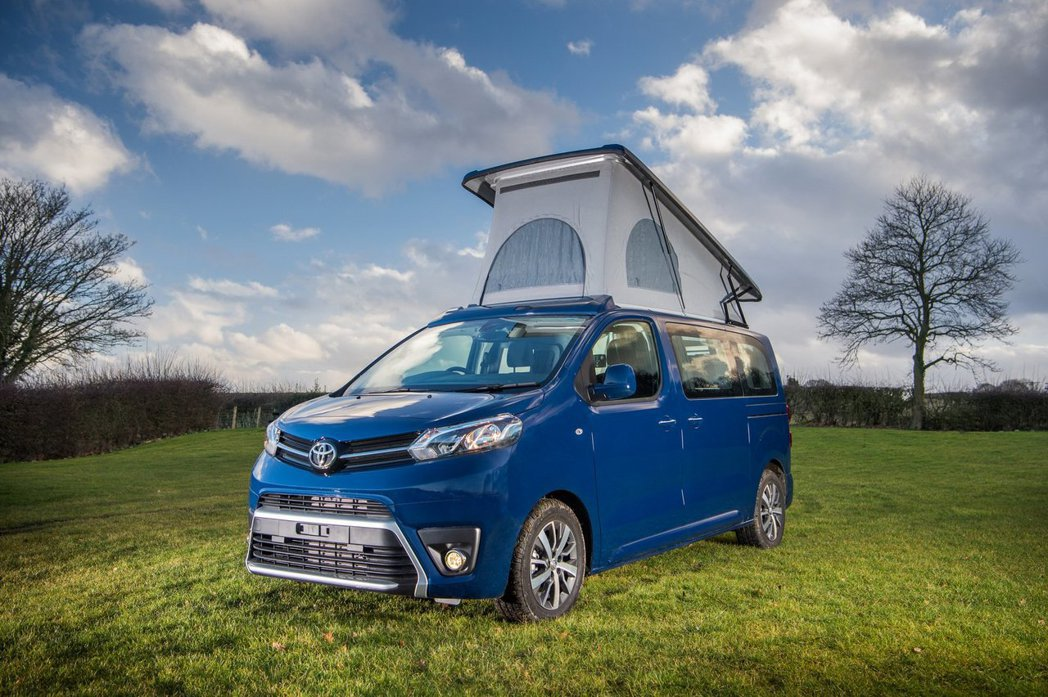 Toyota汽車與英國露營車製造商Wellhouse Leisure合作,以Pr...