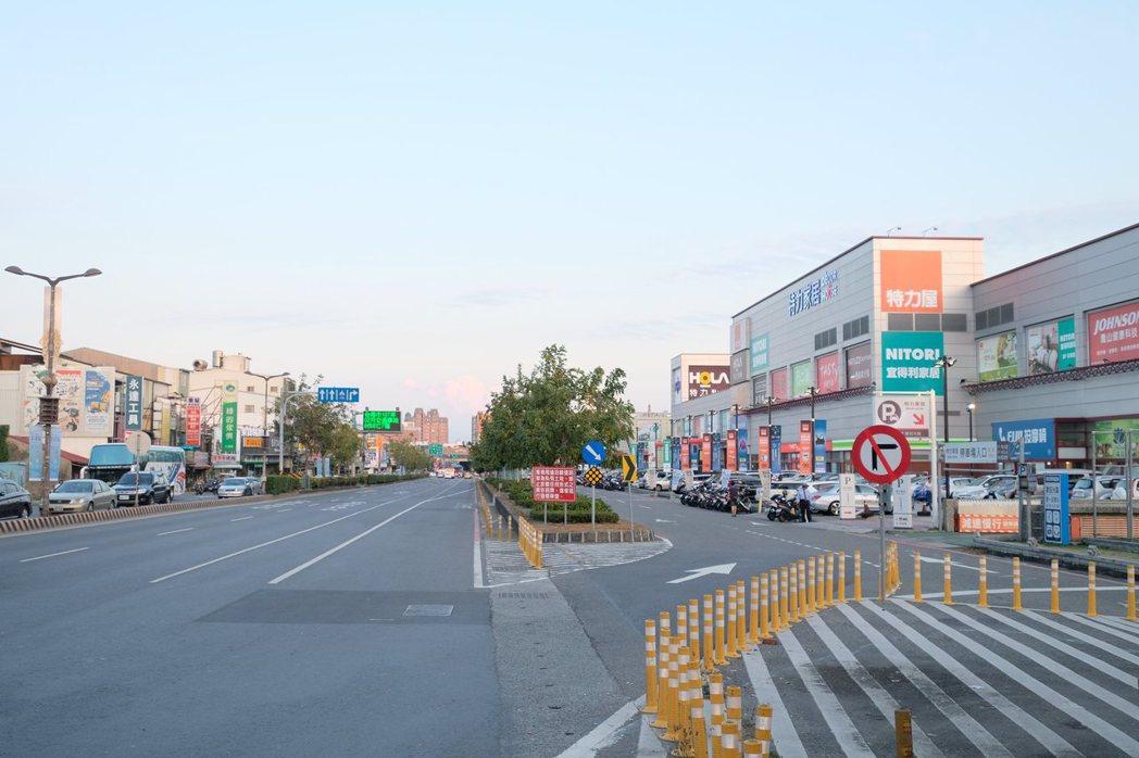 鄰近仁德交流道、捷運及轉運站開發案,交通優勢讓台南東區呈現高保值。 業者/提供
