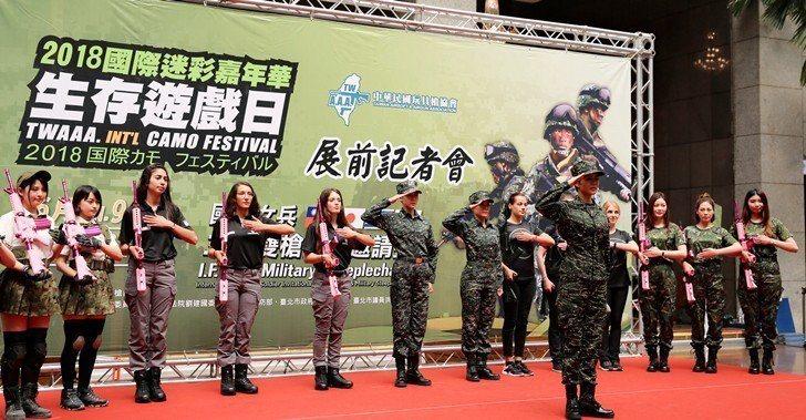 電視劇女兵日記中,飾演連長的劉香慈(前排),帶領4國女性軍官、生存遊戲玩家們於2...