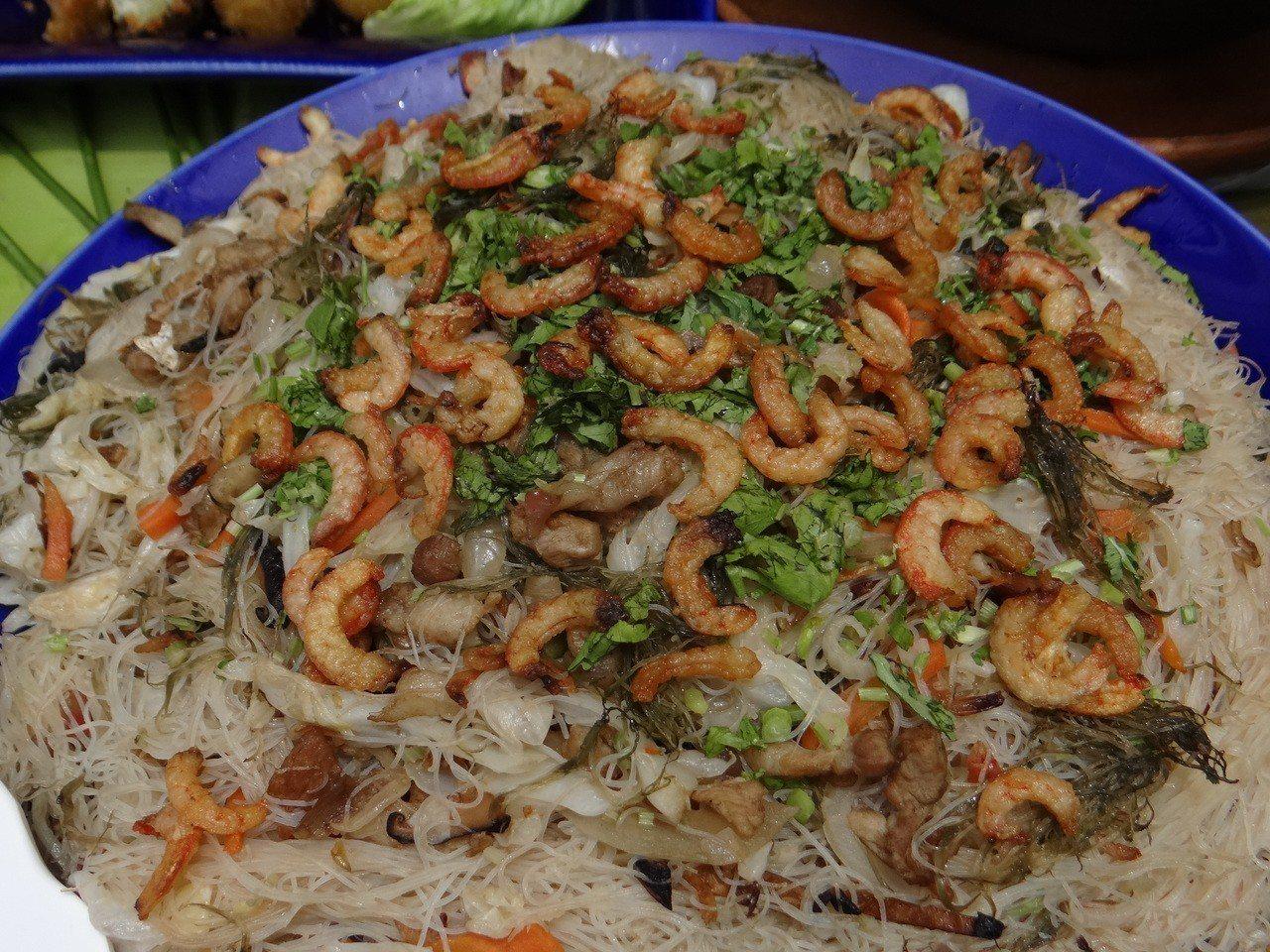 天然曝曬的蝦干搭配老店生產的炒米粉,保證一碗接一碗。記者蔡維斌/攝影