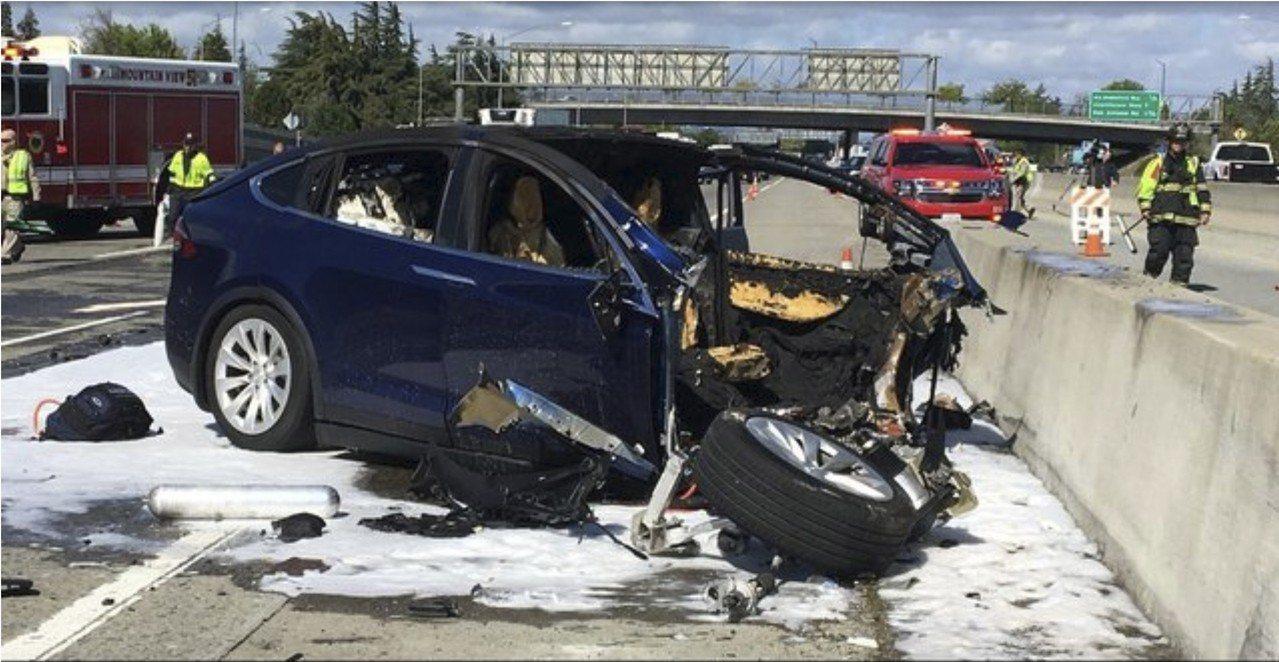 一輛特斯拉Model X休旅車3月發生致死事故,初步調查並未公布肇事原因。 美聯...