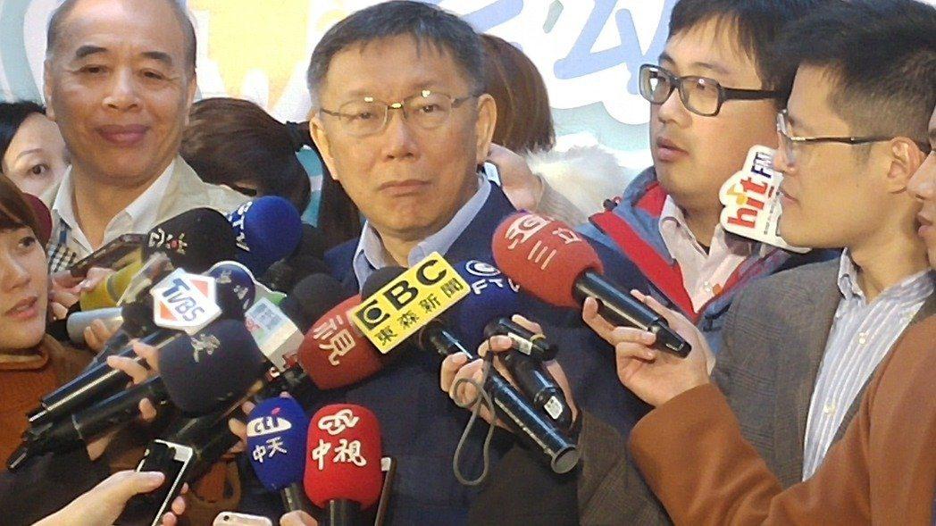 市府發言人劉奕霆(右2)。 聯合報系資料照