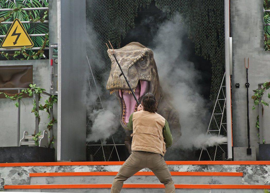 「侏羅紀世界:怒號」真人秀是本次主題活動的重點項目。圖/取自Resorts Wo...