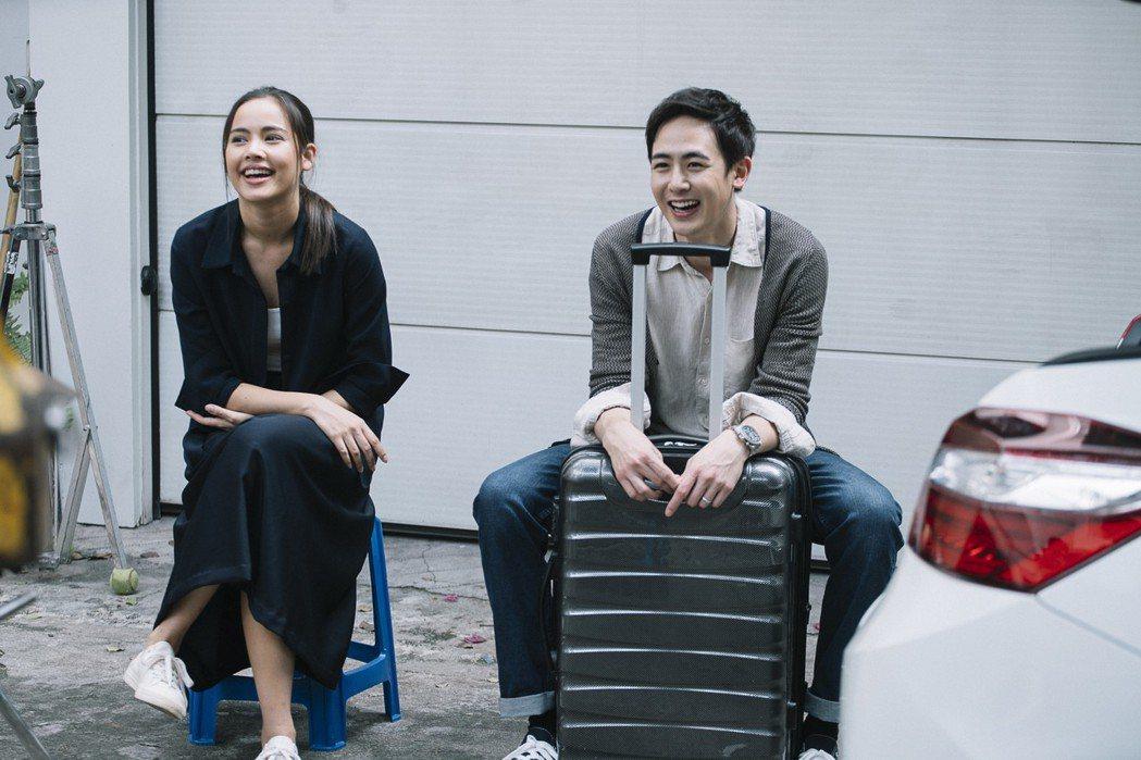 偶像男團2PM尼坤(右)與泰國國民女神烏拉薩雅斯帕邦德(左)即將來台宣傳新片。圖