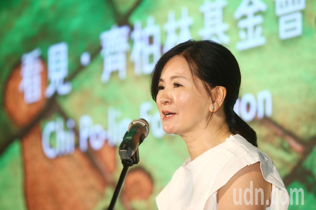 台灣阿布電影公司董事長萬冠麗說明基金會目標。記者王騰毅/攝影