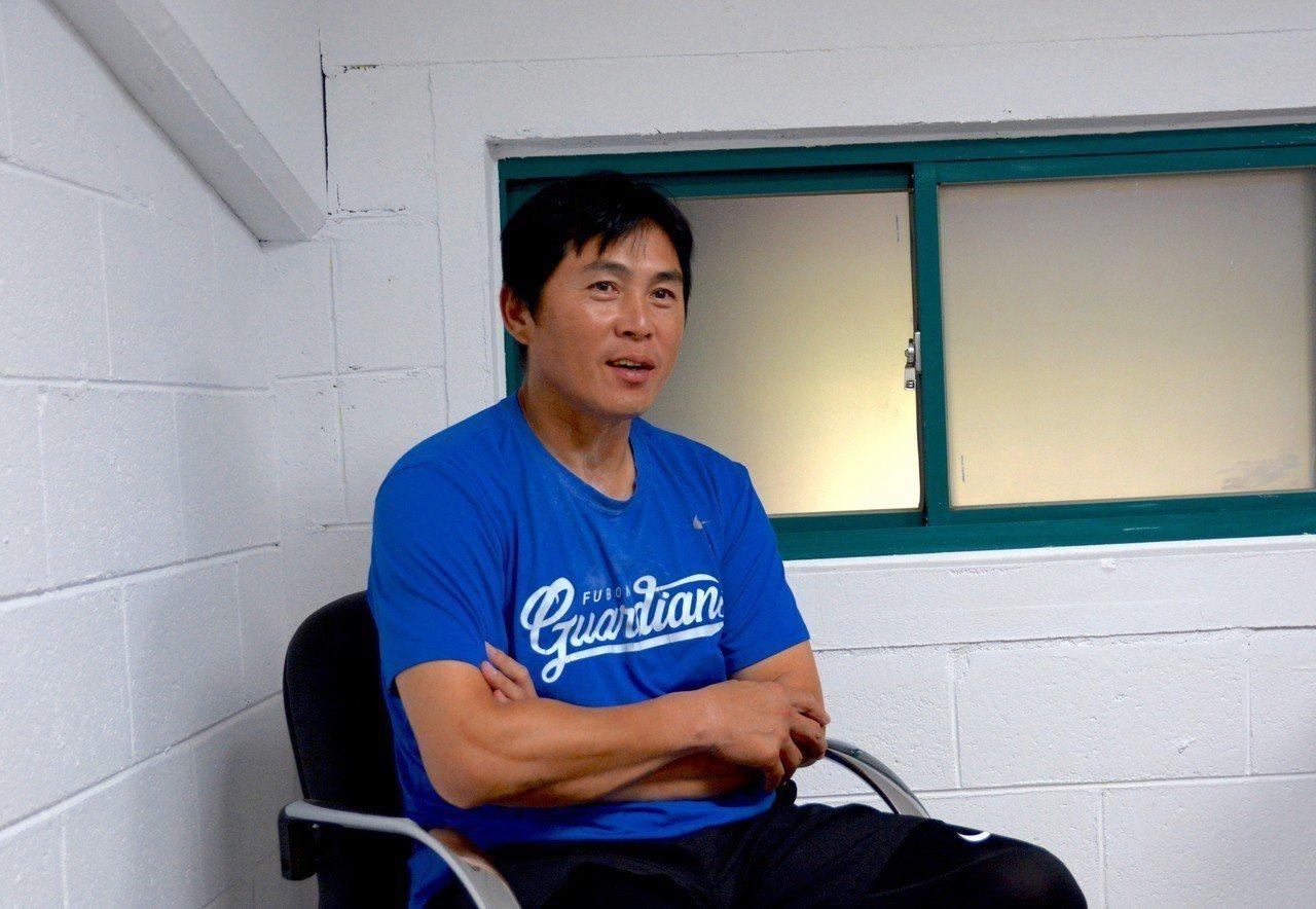 富邦悍將與上半季冠軍無緣,總教練葉君璋尋找下半季可用之兵。記者蘇志畬/攝影