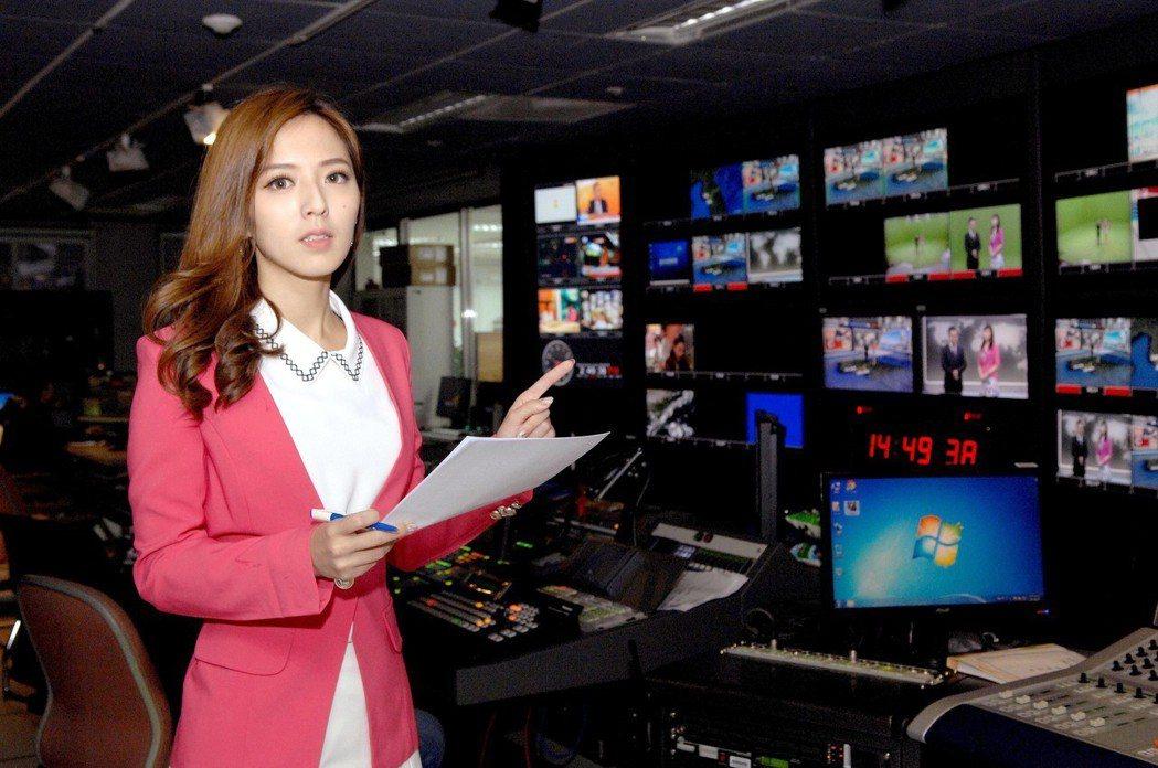 房業涵從打雜小妹就在華視,一路努力,跑新聞、報氣象,最後成為當家主播。圖/華視提...