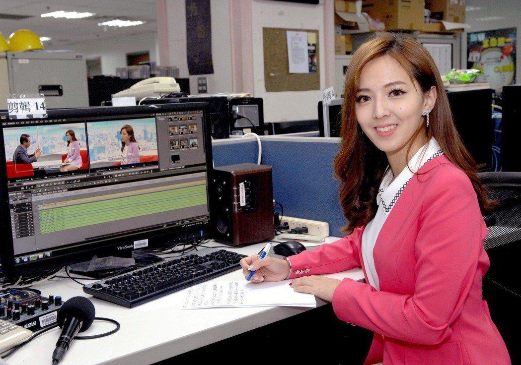 房業涵從打雜小妹就在華視,一路努力,跑新聞、報氣象,最後成為當家主播。圖/華視提