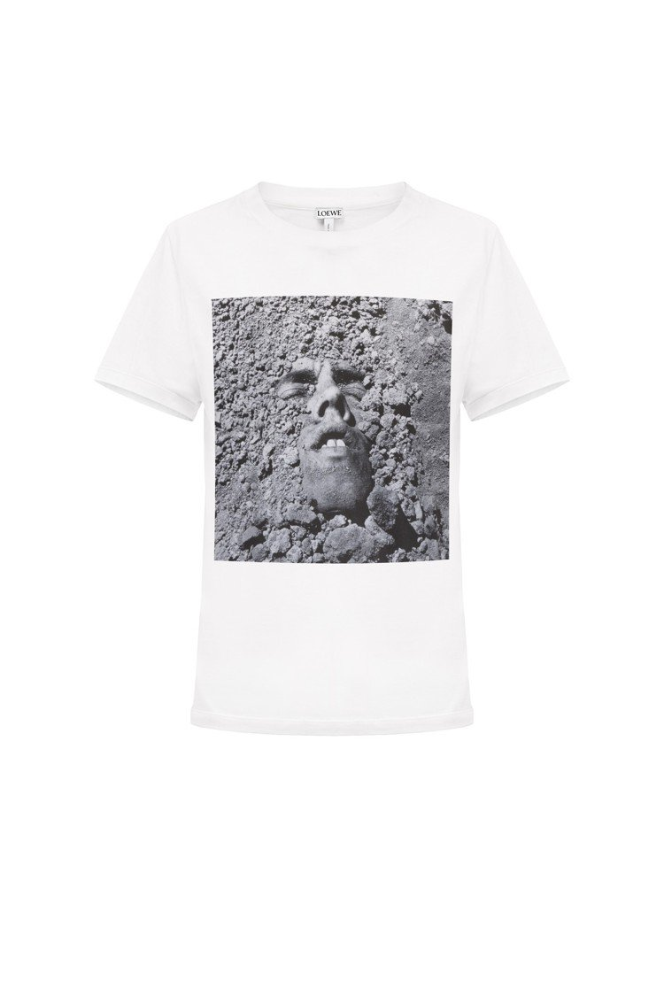 LOEWE x David Wojnarowicz的限量Face T恤,售價90...