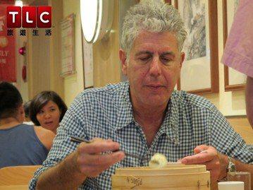 著名的美食、旅遊節目主持人安東尼波登,驚傳在法國為「波登闖異地」出外景時疑似自殺身亡,享年61歲,令各方震驚。在台灣,波登的節目大都在TLC旅遊生活頻道播映,「波登闖異地」第8、9、10季本月分都還...
