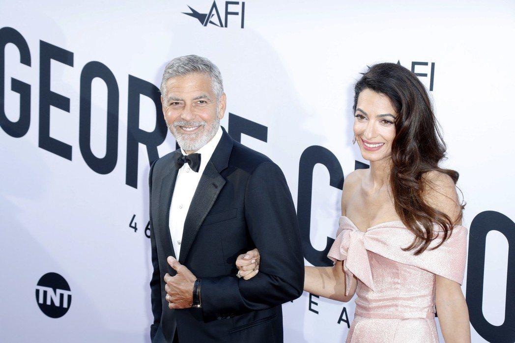 喬治柯隆尼與妻子艾莫一起出席美國電影學會的終身成就獎頒獎典禮。圖/歐新社