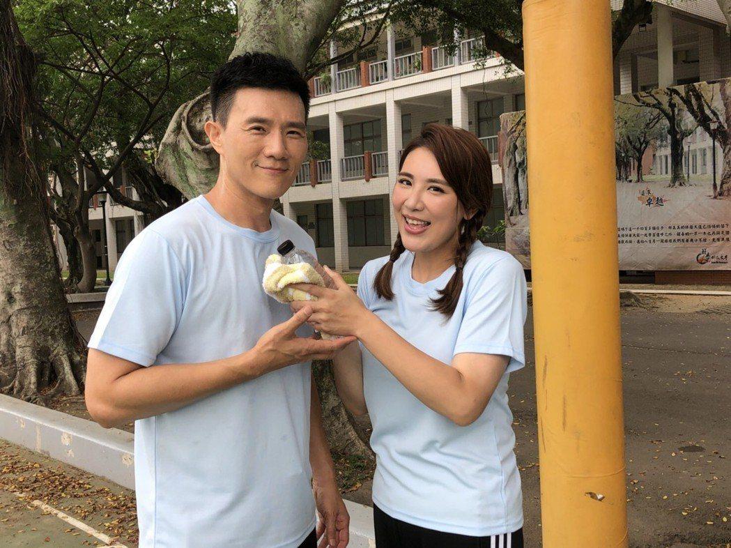 小禎、蔣偉文重回校園拍青春浪漫戲。圖/民視提供