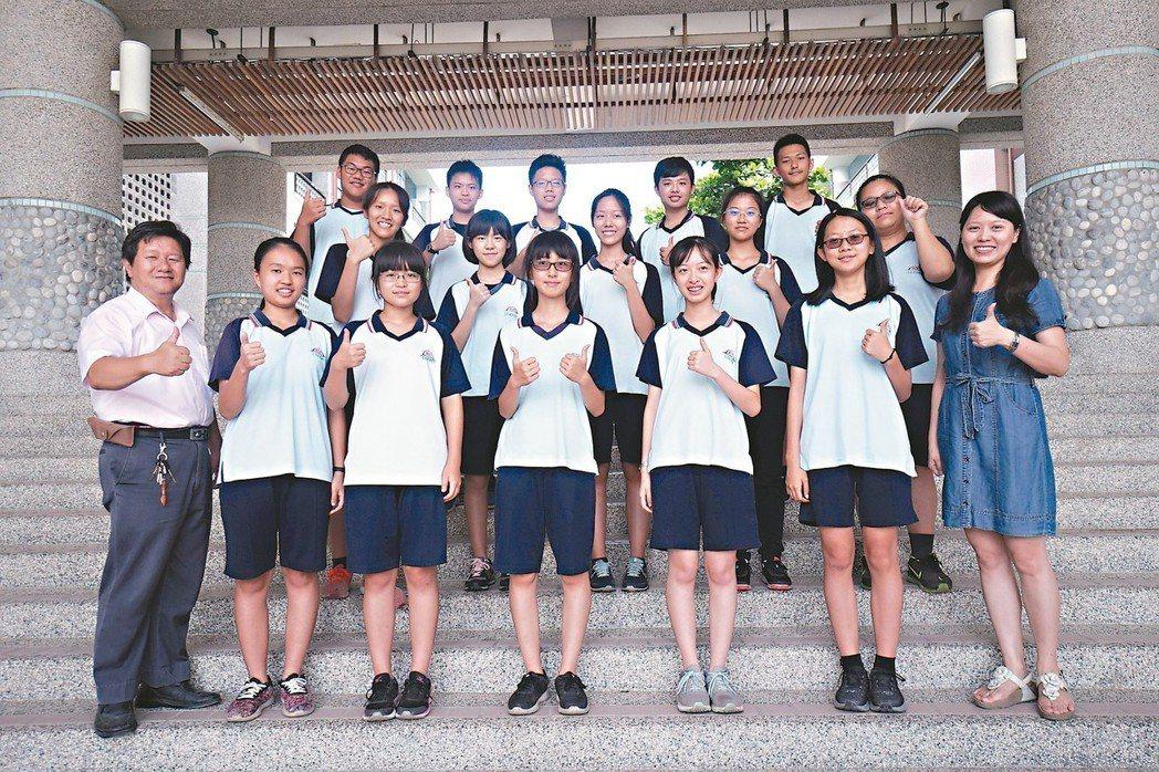 花蓮縣花崗國中今年有15位學生會考5A級分,表現亮眼。 記者王燕華/攝影
