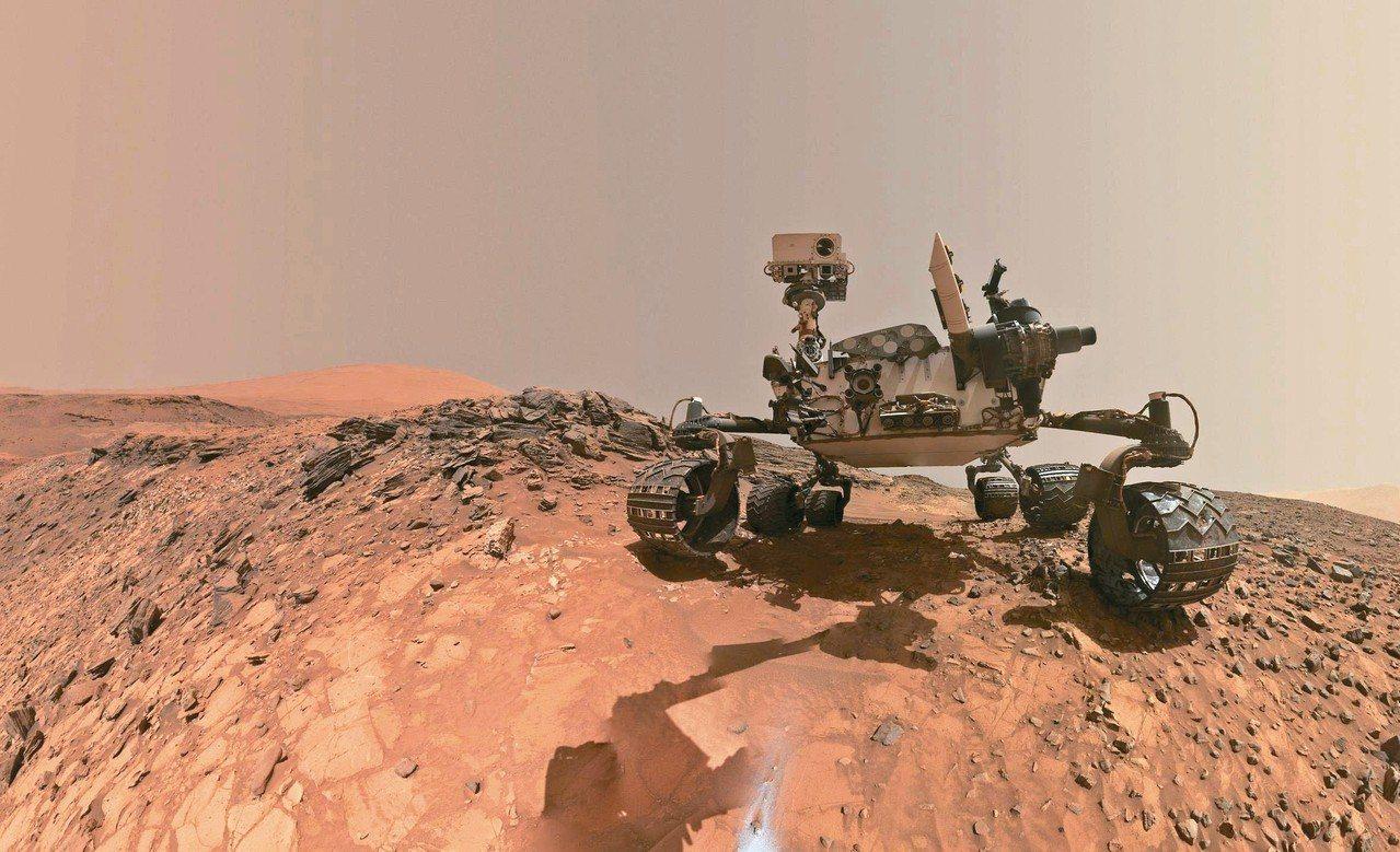 美國太空總署發布「好奇號」發現火星可能有生命的新證據。圖為七日發布的好奇號低角度...