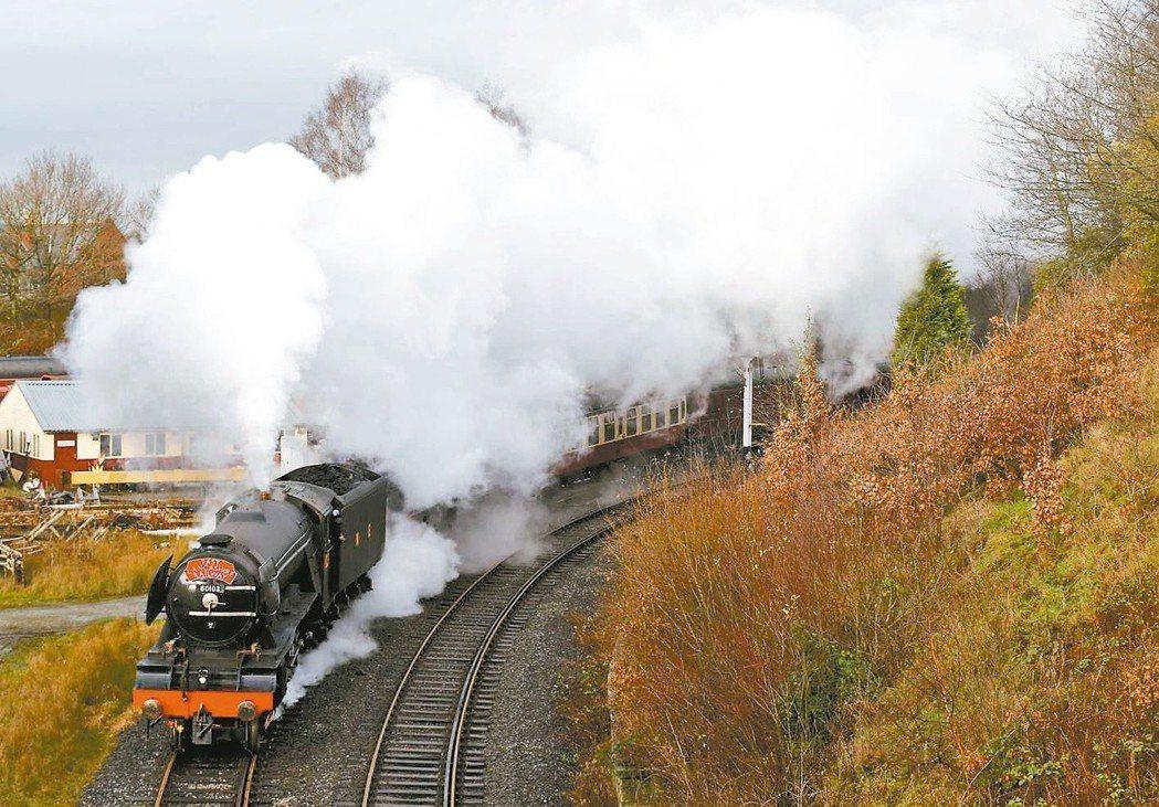 英國飛天蘇格蘭人號蒸汽火車歷經10年修復,2016年重新開門載客。 (路透)