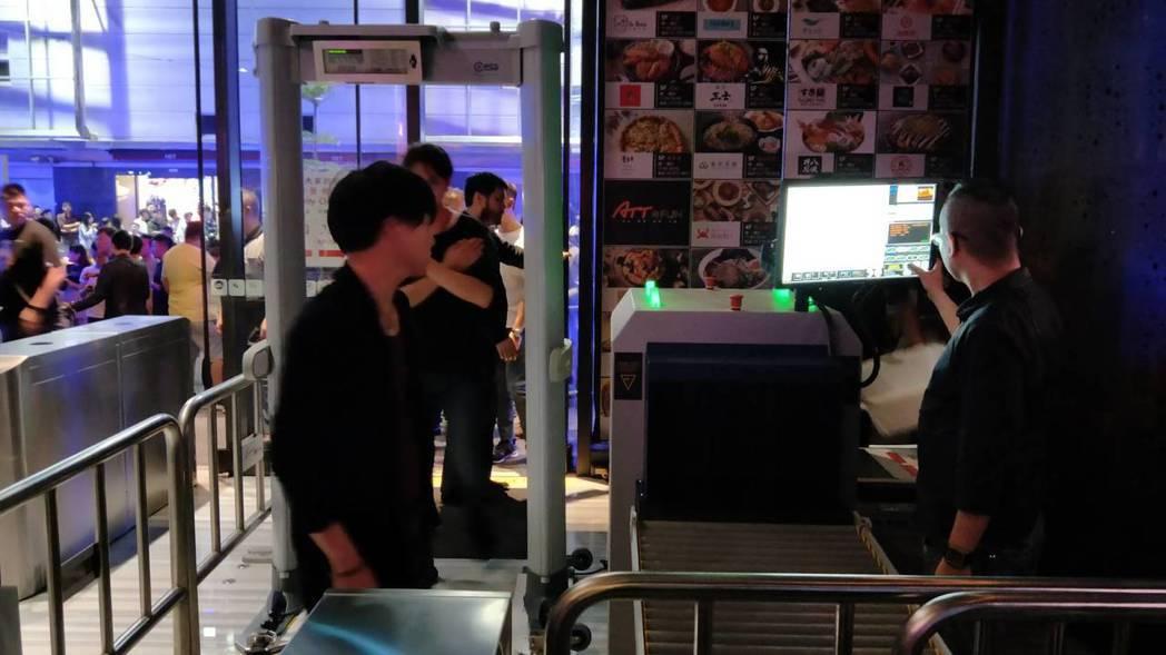 台北市信義區「ATT 4 FUN」大樓加強安全管理,透過人臉辨識系統拒絕「黑名單...