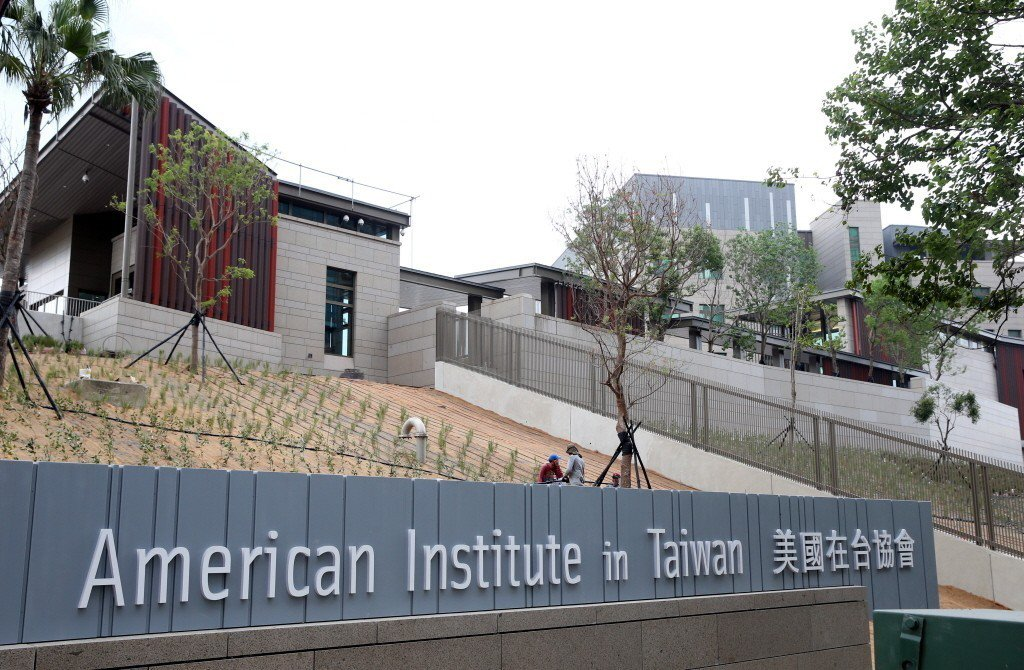 美國在台協會(AIT)新館將於12日在北市內湖區落成,9月初搬遷。房仲觀察新館周...